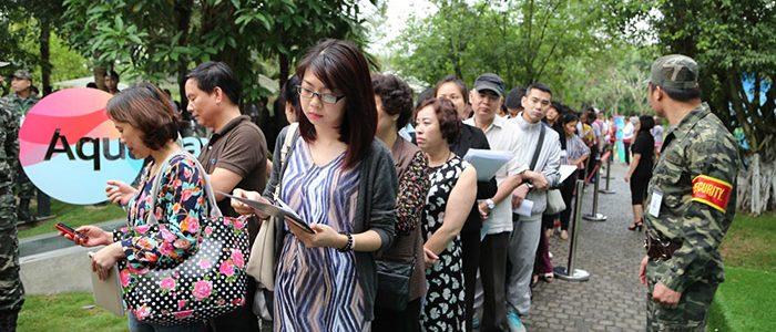 Hàng trăm người xếp hàng mua căn hộ Central Lake – Ecopark