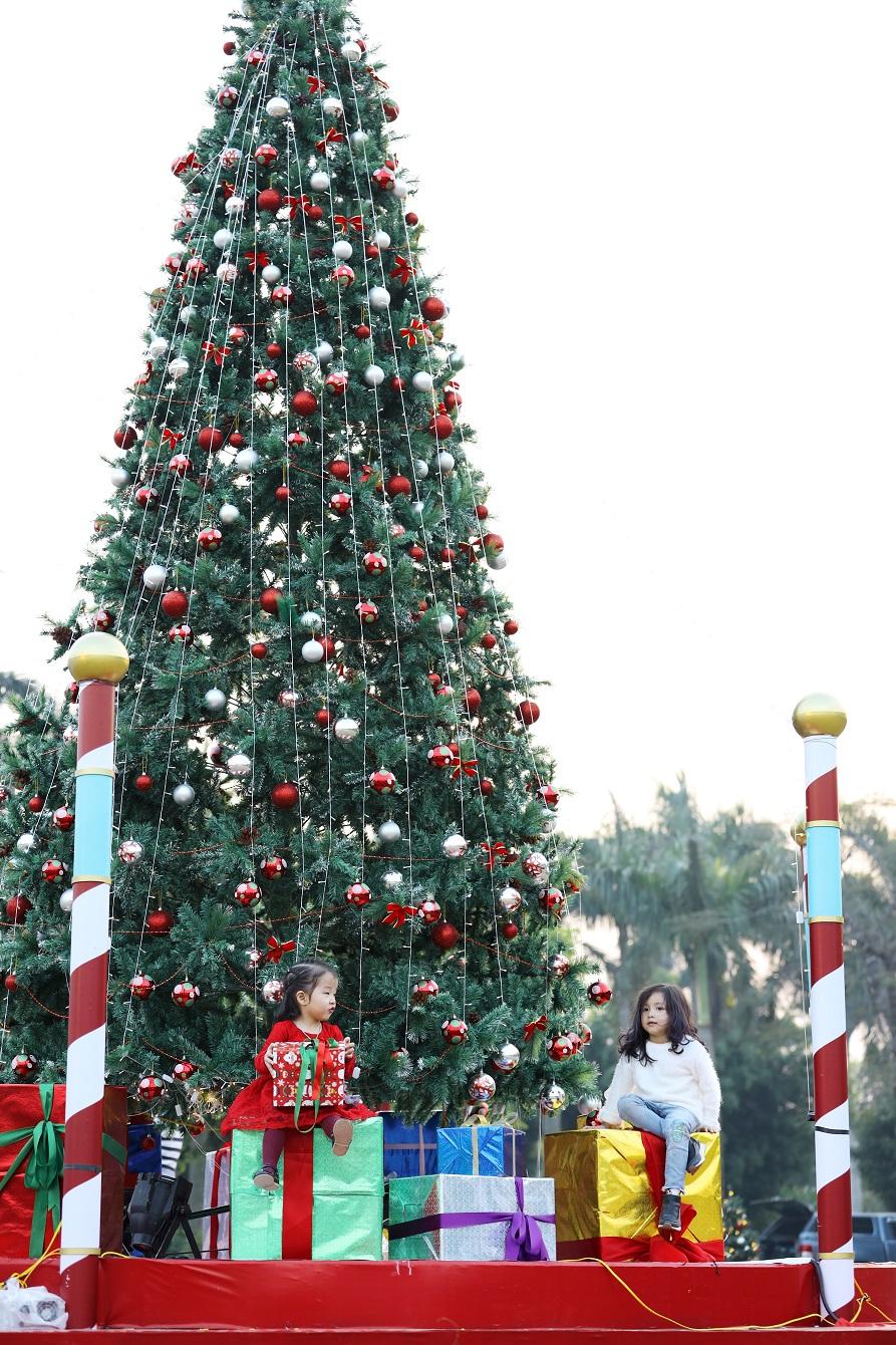Check in sống ảo cực chất tại Christmas Eve 2018 Ecopark