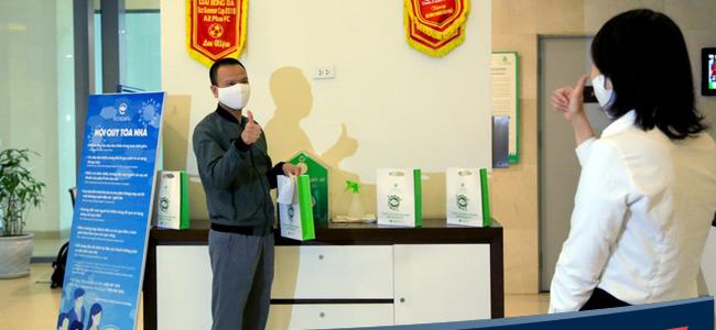 17.000 cư dân Ecopark đồng loạt được chủ đầu tư trang bị khẩu trang, nước sát khuẩn