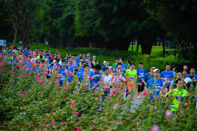 """Ecopark Marathon ấn tượng với """"cung đường chạy đẹp nhất Việt Nam"""" - Ảnh 6."""