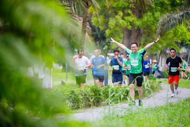 """Ecopark Marathon ấn tượng với """"cung đường chạy đẹp nhất Việt Nam"""" - Ảnh 9."""