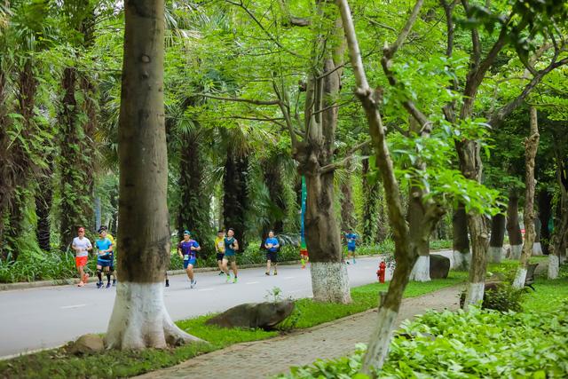 """Ecopark Marathon ấn tượng với """"cung đường chạy đẹp nhất Việt Nam"""" - Ảnh 10."""