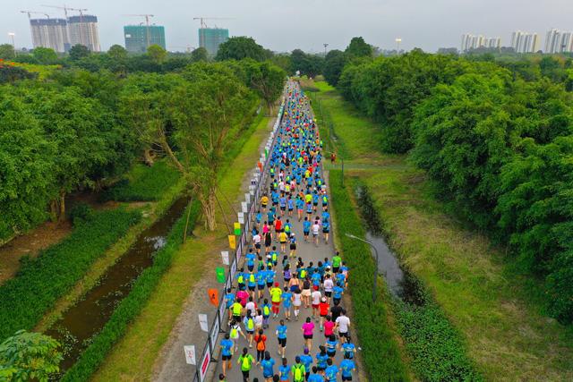 """Ecopark Marathon ấn tượng với """"cung đường chạy đẹp nhất Việt Nam"""" - Ảnh 13."""