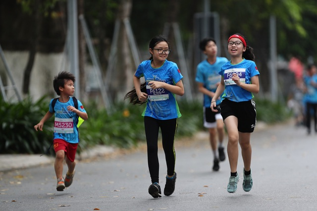 Những chân chạy nhí ở Ecopark Marathon 2021 - 2