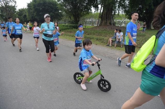 Những chân chạy nhí ở Ecopark Marathon 2021 - 4
