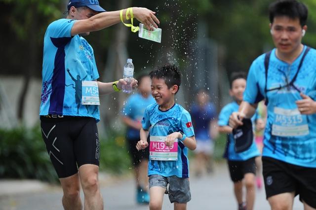 Những chân chạy nhí ở Ecopark Marathon 2021 - 8