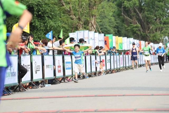 Những chân chạy nhí ở Ecopark Marathon 2021 - 10